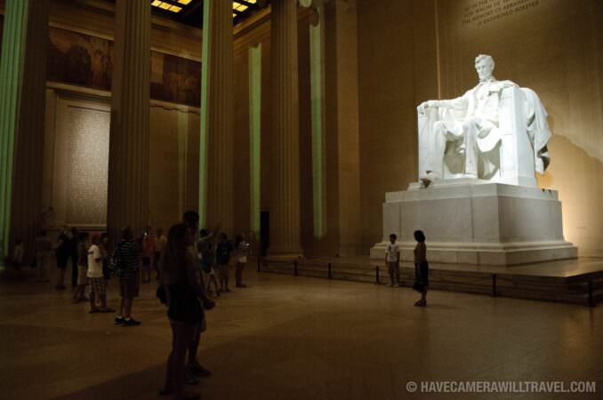 Abraham Lincoln Memorial statue at night
