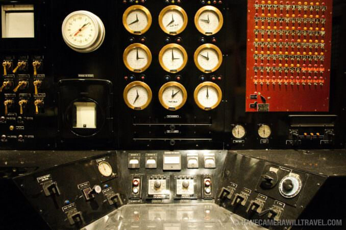 Nuclear reactor console